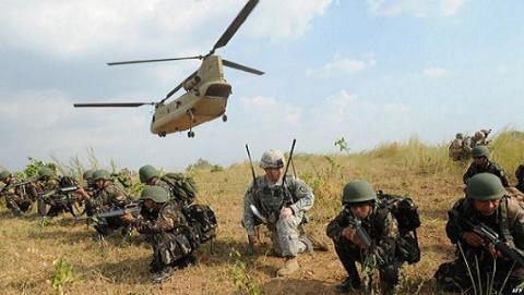 Binh lính Mỹ và Philippines trong một cuộc tập trận
