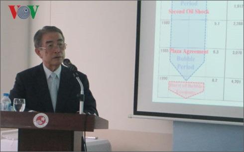 Ông Toshiaki Koshimura phát biểu trước sinh viên về việc