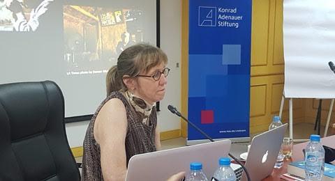 Bà Deborah Nelson - nữ nhà báo được trao giải thưởng Pulitzer danh giá