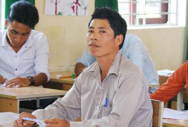 Thí sinh Nguyễn Văn Quý 46 tuổi và đã 4 lần đi thi. (Ảnh: Đại Dương)