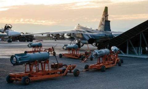 Các máy bay của Nga tại căn cứ không quân Hmeymim cùng với các hệ thống phòng thủ tên lửa làm việc 24/24 khiến Mỹ lo ngại.