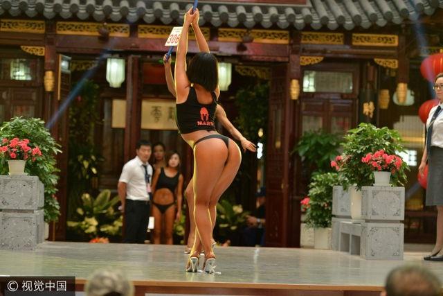 Cô gái Gao Qian, 19 tuổi cao 1m70 nặng 60kg đã gây ấn tượng mạnh với ban giám khảo và khán giả tại cuộc thì với vòng 3 săn chắc.