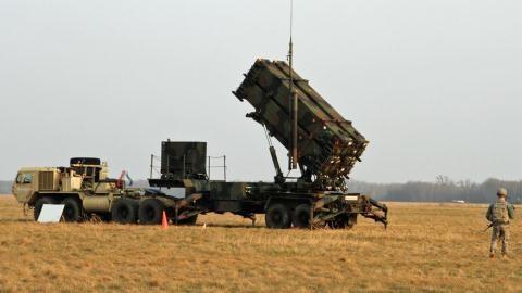 Hệ thống phòng thủ tên lửa Patriot của Mỹ đang được triển khai khắp các nước NATO. (Ảnh: defensenews.com)