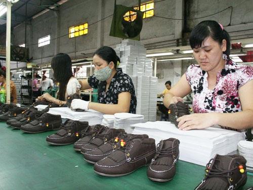 Công nhân Công ty giày Vĩnh Phong, quận Bình Tân, TPHCM, luôn được chủ doanh nghiệp quan tâm, chăm sóc đúng mức ẢNH: KHÁNH AN
