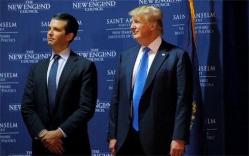 Tổng thống Mỹ Donald Trump (phải) và con trai cả Donald Trump Jr. (Ảnh: Reuters)
