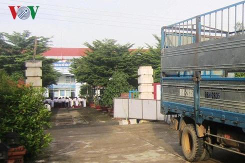 Chiếc xe tải bị tạm giữ sau khi gây tai nạn
