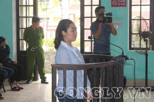 Bị cáo Phan Thị Hòa tại phiên tòa.