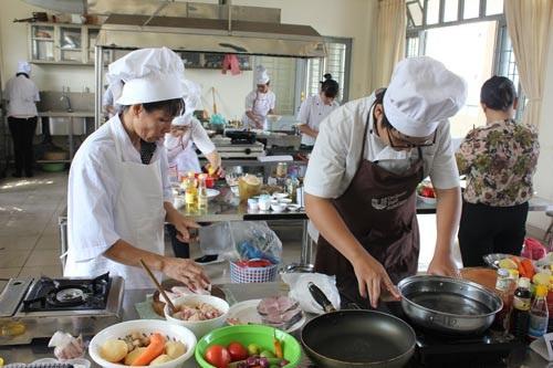 Học viên theo học nghề tại Trường Trung cấp Lê Thị Riêng