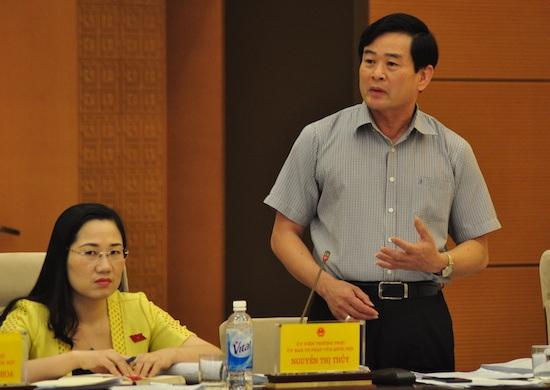 Viện trưởng Viện nghiên cứu Lập pháp Nguyễn Văn Quyền phát biểu tại Phiên họp (Ảnh: TH)