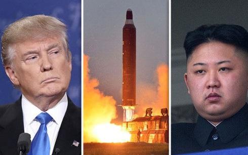 Tổng thống Mỹ Donald Trump (trái) và nhà lãnh đạo Triều Tiên Kim Jong-un. Ảnh: Daily Express.