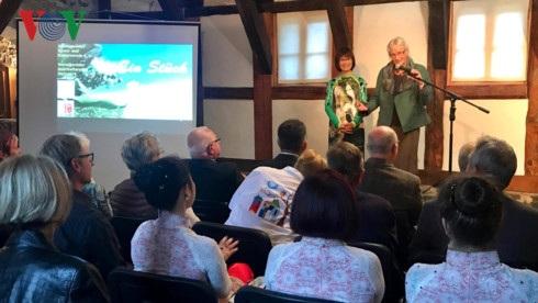 Quang cảnh cuộc gặp gỡ, giao lưu Một góc Việt Nam tại Đức.