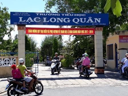Trường tiểu học Lạc Long Quân (Tuy Hòa, Phú Yên) đang cấm trò nam mặc quần soóc. (ảnh: H.P)