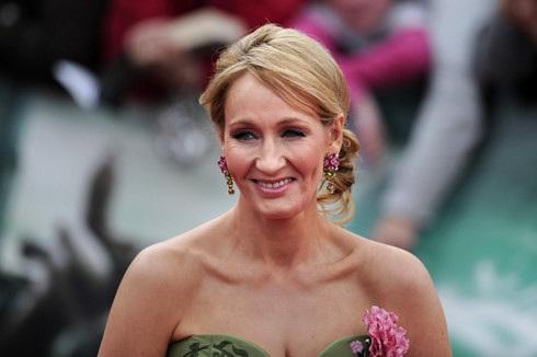 J.K. Rowling, mẫu người hướng nội tiêu biểu, ngại đám đông nhưng đã phát huy được khả năng sáng tạo và thành công rực rỡ. (Ảnh: Popsugar)