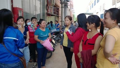 Công nhân Công ty TNHH Jtex Vina (quận 9, TP HCM) bị công ty sang nhượng chui nhiều lần để quỵt nợ BHXH Ảnh: MAI CHI