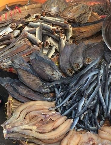 Khô cá là hình thức bảo quản lâu đời. Tuy nhiên, nếu chế biến và bảo quản không tốt sẽ ảnh hưởng đến sức khỏe người dân. Ảnh: NGUYÊN VÕ