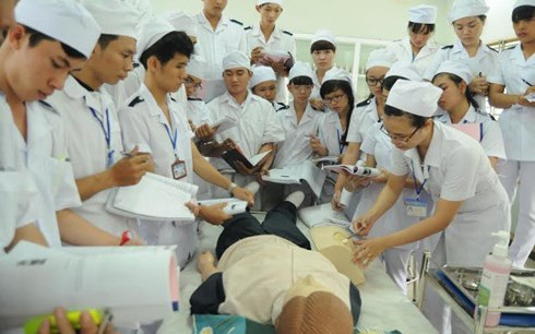 Các bệnh viện vùng ven thiếu y bác sĩ trầm trọng. (Ảnh minh họa).