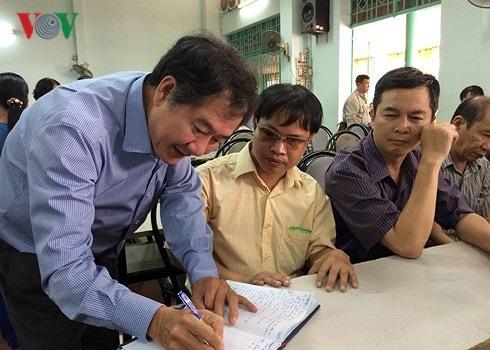Đại diện sở ngành TPHCM ghi nhận phản ánh của ông Bùi Văn Thanh về những bất cập mà doanh nghiệp ông đang gặp phải.