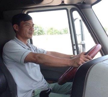 Trưởng CA xã nghỉ việc làm tài xế container thu nhập 15 triệu đồng/tháng - 1