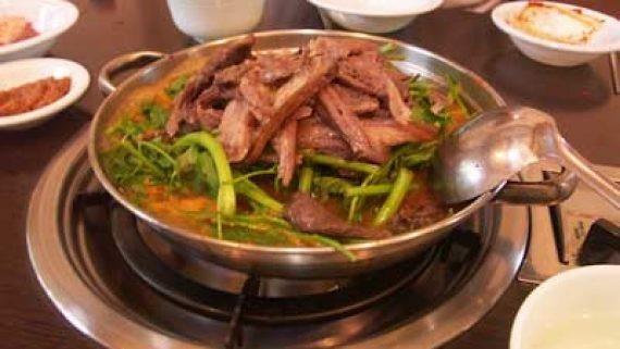 Món lẩu chó tại Tứ Xuyên.