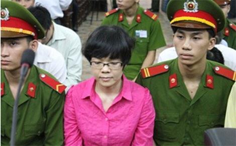 Huỳnh Thị Huyền Như trong phiên tòa sơ thẩm.