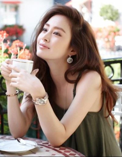 Ước gì phụ nữ có thể mãi đẹp như tuổi 20, nhưng hãy khôn ngoan như tuổi 30. Ảnh: I.T