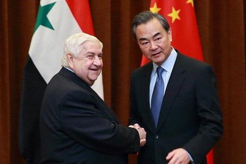 Ngoại trưởng Trung Quốc Vương Nghị (phải) và người đồng cấp Syria trong một lần gặp gỡ ở Bắc Kinh. Ảnh: Tân Hoa xã.