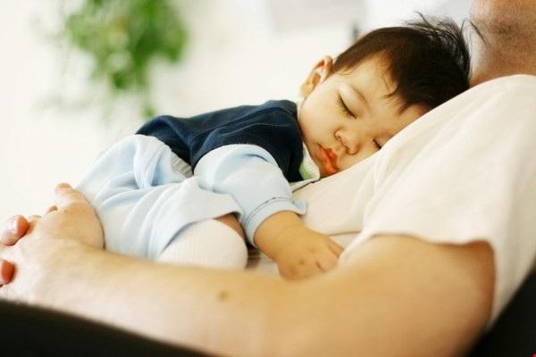 Không nên ủ ấm quá mức cho trẻ.