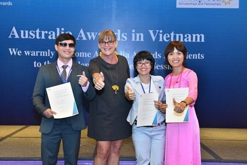 Nguyễn Thủy Tiên, Nguyễn Thị Hải Yến và bà Karen Lanyon - Tổng Lãnh sự quán Australia tại TP Hồ Chí Minh