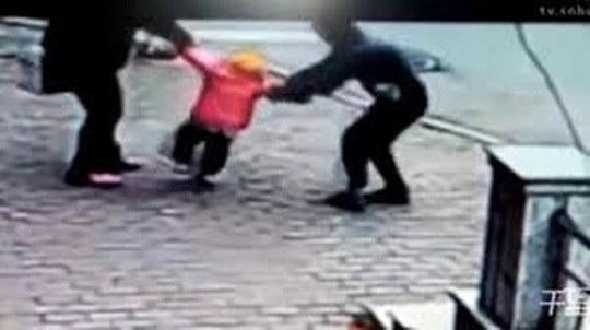 Trẻ em là đồi tượng rất dễ bị bắt cóc (ảnh minh họa)