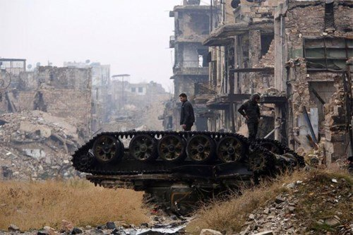 Cảnh hoang tàn tại thành phố Aleppo của Syria, nơi chứng kiến những cuộc giao tranh được coi là ác liệt nhất. Ảnh: BBC