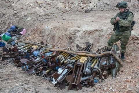 Quân đội Nga rà phá bom mìn với số lượng lớn ở Aleppo, đảm bảo đời sống cho cư dân và hệ thống quân sự làm bàn đạp đánh mặt trận khác.