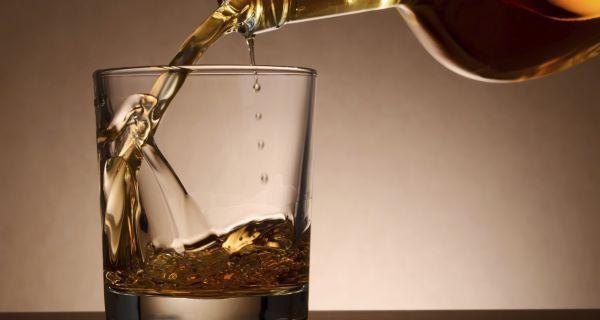 Nguy cơ mắc bệnh tim tăng khi lạm dụng rượu - 1