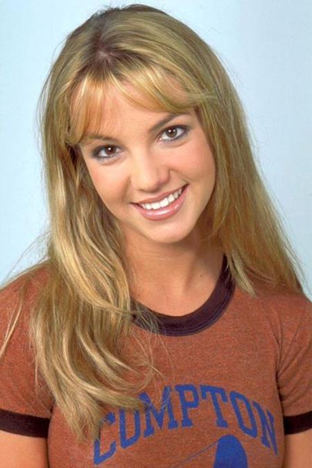Hồi năm 1999, ở tuổi 17, cái tên Britney Spears đã lần đầu được cho ra mắt khán giả và ngay lập tức cô công chúa tuổi teen đã gây được ấn tượng tốt đẹp nhờ vẻ ngoài và giọng hát ngọt ngào, đáng yêu