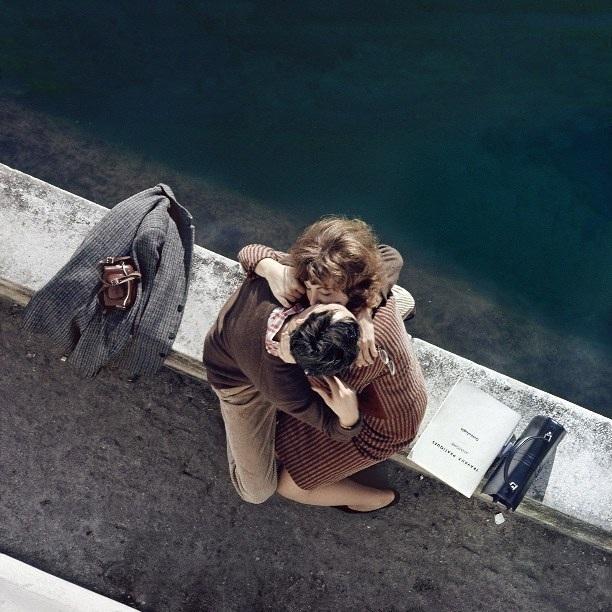 Lãng mạn những bức ảnh về nụ hôn dọc bờ sôngSeine - 1