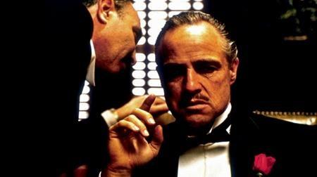 """Vào năm 1973, huyền thoại điện ảnh Marlon Brando đã được xướng tên ở hạng mục Nam diễn viên xuất sắc nhất cho vai diễn Vito Corleone trong phim """"The Godfather"""" tại lễ trao giải Oscar lần thứ 45. Tuy nhiên, Marlon Brando đã không đến nhận giải mà ủy quyền cho Sacheen Littlefeather đến để thay mặt mình đọc một bài phát biểu dài nhằm lên án thực trạng làm phim bất công tại Hollywood và đòi lại quyền lợi cho người dân da đỏ."""
