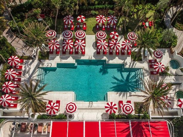 Top 10 bể bơi khách sạn đẹp mê mẩn - 1