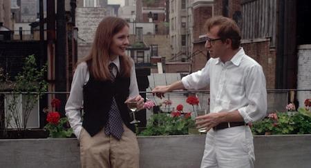"""Hài hước, lãng mạn và chân thực đến lạ kỳ, """"Annie Hall"""" không chỉ là tuyệt tác của điện ảnh những năm 70 mà còn được ví von là bộ phim đã """"dựng tượng"""" người phụ nữ hiện đại trong điện ảnh với hình mẫu nhân vật Annie Hall quá đỗi xuất sắc do minh tinh Diane Keaton thủ vai."""
