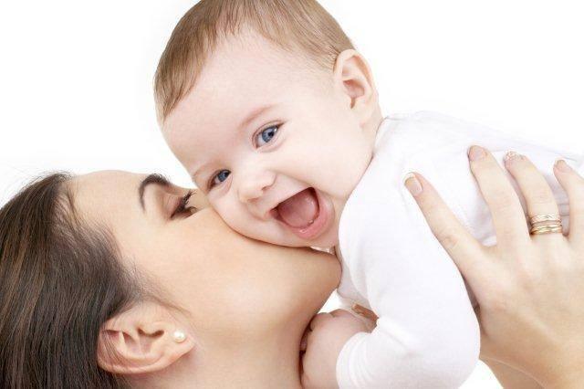 Sử dụng máy xông mũi họng để điều trị cho bé là biện pháp được các bác sĩ khuyên dùng.