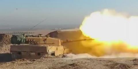 Xe tăng của Thổ Nhĩ Kỳ chiến đấu với IS trong trận chiến tại al-Bab