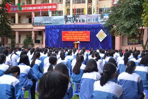 Nguyễn Lê Hoài Anh phát biểu trước toàn trường.