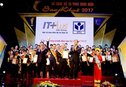 Tổ hợp Giáo Dục ITPlus nhận giải Sao Khuê 2017.