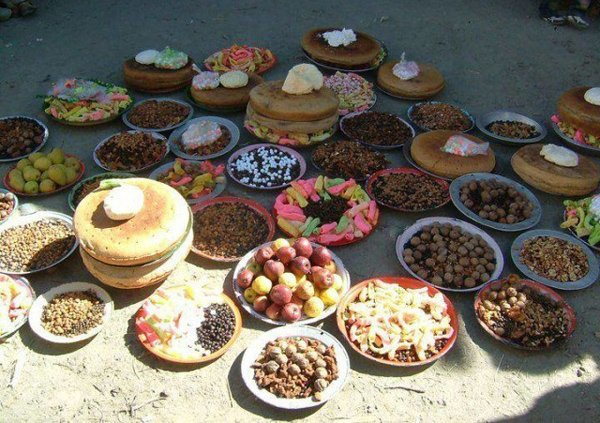 Bữa ăn thanh đạm chủ yếu là các loại hạt, rau quả và bánh từ bột chưa tinh chế