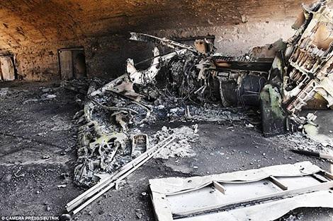 Một hầm chứa máy bay tại căn cứ không quân Shayrat sau vụ Mỹ tấn công Syria.