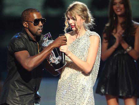 Một trong những khoảnh khắc xấu xí nhất trong sự nghiệp của Kanye chính là tại lễ trao giải MTV Video Music Awards năm 2009, rapper da màu đã xông thẳng lên sân khấu, giật lấy micro từ tay Taylor Swift và thông báo rằng giải thưởng này đáng lẽ phải được trao cho Beyoncé.