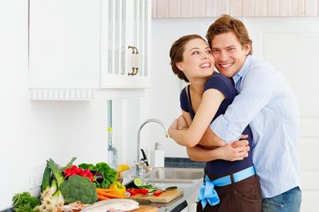 Là vợ chồng, hãy chia sẻ việc bếp núc - 1