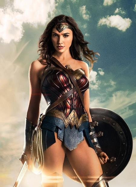 """Sau suốt một thời gian dài bị """"lép vế"""", dự án phim """"Wonder woman"""" được dự đoán sẽ nâng tầm cho phái đẹp trên màn ảnh Hollywood và câu chuyện về nữ siêu anh hùng này sẽ chính thức được ra mắt vào hôm 2/6 tới đây"""
