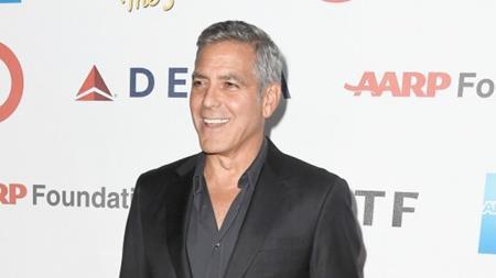 """Nhiều năm về trước, George Clooney đã rất muốn được tham gia bộ phim """"Dracula"""" của đạo diễn Francis Ford Coppola. Và vì nhân vật trong phim là một kẻ say xỉn nên George Clooney đã quyết định mang đến một diễn xuất hết sức chân thật bằng cách say khướt trong buổi thử vai. Kết quả, đạo diễn Coppola đã thẳng tay loại George Clooney và còn phản ánh lại với công ty quản lý của nam tài tử."""