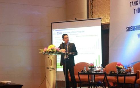 TS. Nguyễn Đức Thành - Viện trưởng Viện Nghiên cứu Kinh tế và Chính sách (VEPR) - đại diện nhóm nghiên cứu trình bày báo cáo tóm tắt kết quả nghiên cứu về Chương trình thực tập sinh kỹ năng.