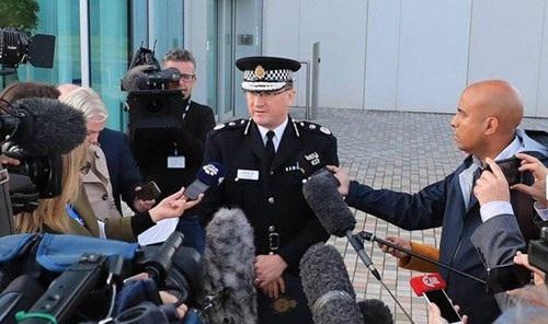 Cảnh sát trưởng thành phố Manchester cung cấp thông tin cho báo chí liên quan tới vụ tấn công đêm 22-5. Ảnh: Daily Express