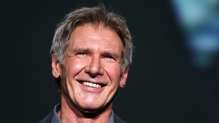 """Sau loạt phim """"Star wars"""", Harrison Ford đã trở thành tên tuổi hạng A tại Hollywood. Harrison Ford đã thành thực chia sẻ rằng nhờ có vậy nên nam tài tử có thể dễ dàng đặt bàn ở một nhà hàng hạng sang nhưng đổi lại, mọi ống kính, mọi ánh mắt ở mọi nơi Harrison Ford xuất hiện đều sẽ nhắm thẳng vào nam tài tử và điều này không hề dễ chịu chút nào."""